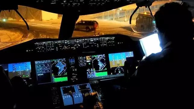 Imagen de archivo de la cabina de un avión de la compañía polaca LOT