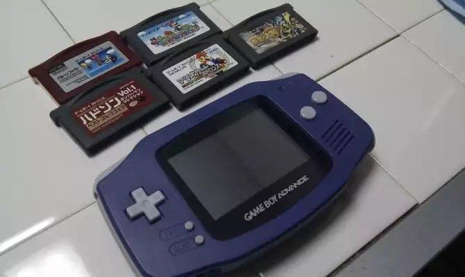 Game Boy Advance en un smartwatch y otras excentricidades de Hacking Jules