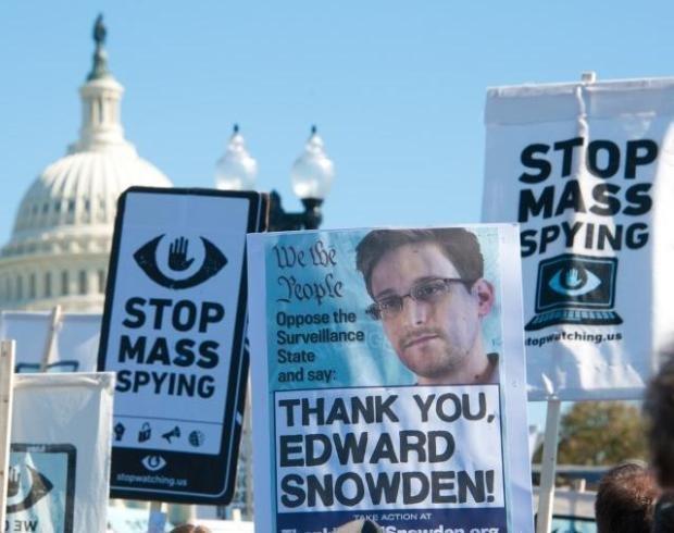 Snowden se muestra atemorizado de las puertas traseras exitentes en los productos de Microsoft