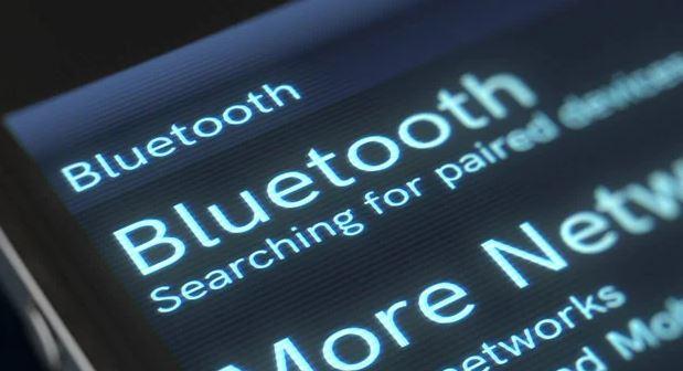 """Cobre venganza de sus vecinos ruidosos saboteando sus bocinas Bluetooth. Cómo crear un """"Bluetooth jammer"""" con sólo 9 comandos y sin hardware especial"""