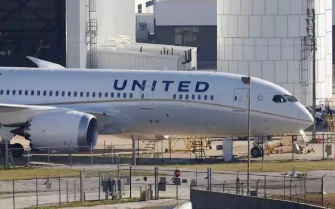 En United Airlines, los 'hackers' vuelan gratis