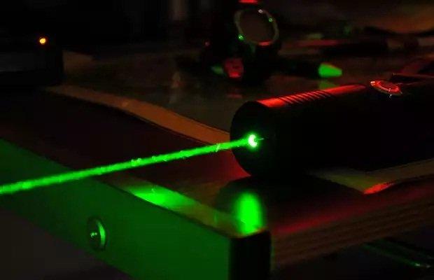 Un láser puede detectar las vibraciones de teclear / FastLizard4 editada con licencia CC 2.0
